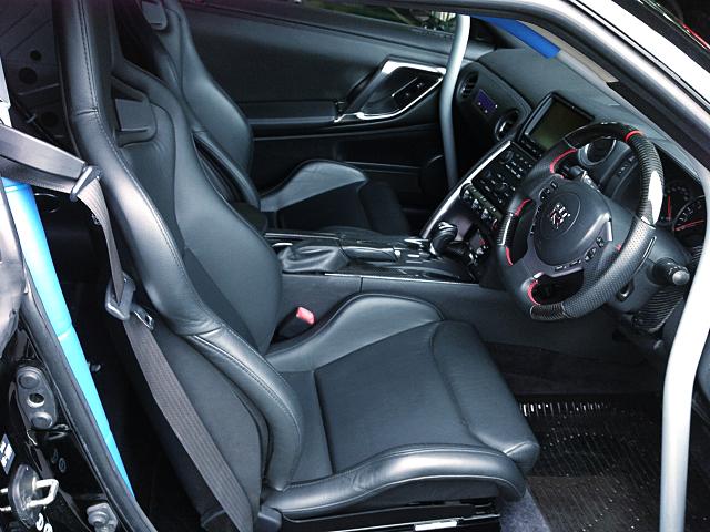 DRIVER'S INTERIOR of R35 GT-R PREMIUM EDITION.