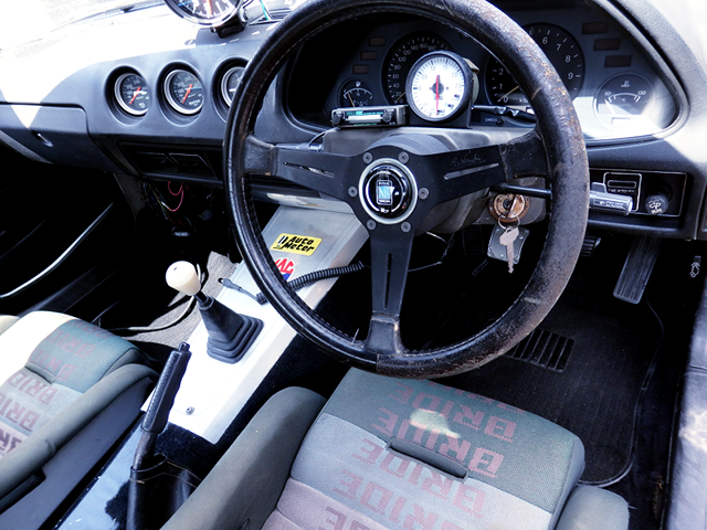 DRIVER'S DASHBOARD of HS130 FAIRLADY Z INTERIOR.