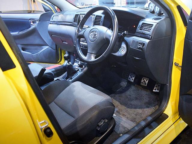 DRIVER'S INTERIOR OF ZZE123 COROLLA RUNX Z AERO TOURER.