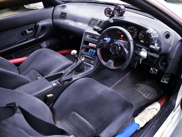 DRIVER'S SIDE INTERIOR of HCR32 SKYLINE 2-DOOR.