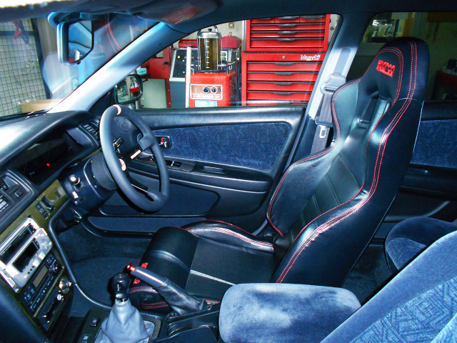 DRIVER'S BUCKET SEAT and STEERING of JZX100 CHASER.