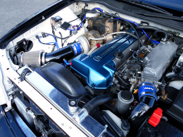 2JZ-GTE 3.0L with TD06 SINGLE TURBO into JZX100 CRESTA ENGINE ROOM.