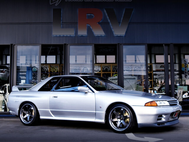 FRONT RIGHT-SIDE EXTERIOR of R32 GT-R.