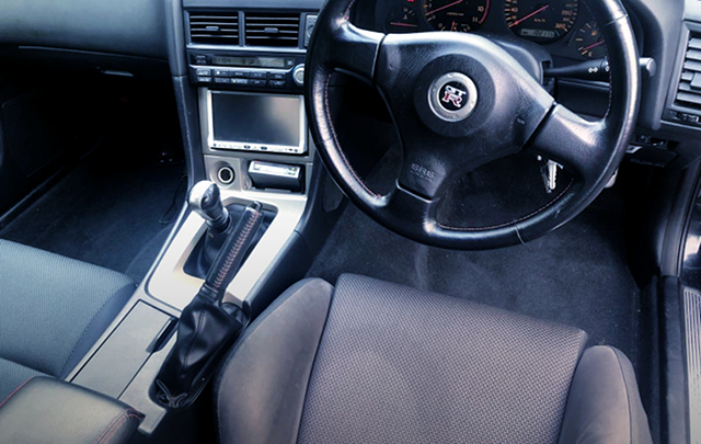 STEERING and SHIFT KNOB of R34 GT-R INTERIOR.
